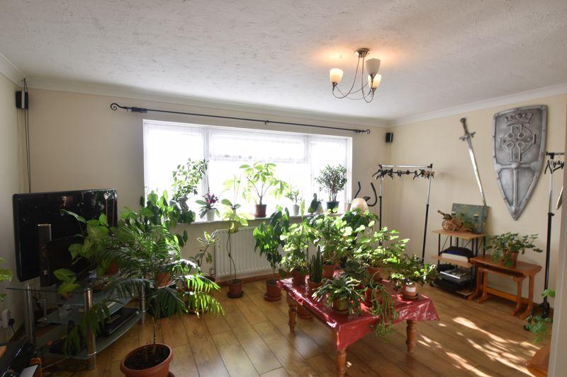 4 bedroom Mid Terrace to buy in Chelsea Gardens, Dunstable - Photo 1