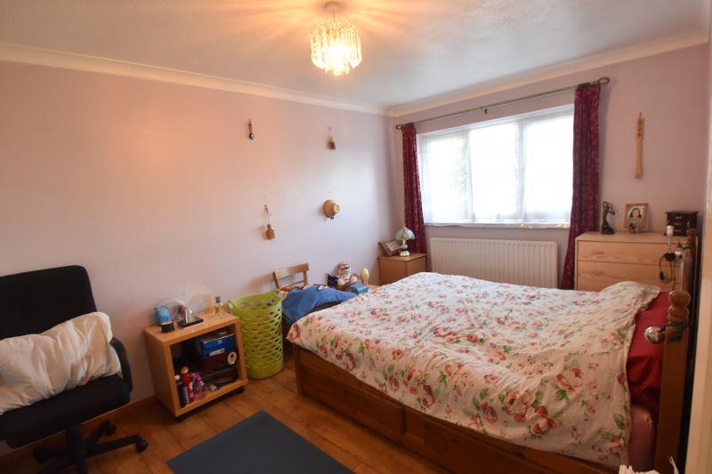 4 bedroom Mid Terrace to buy in Chelsea Gardens, Dunstable - Photo 2
