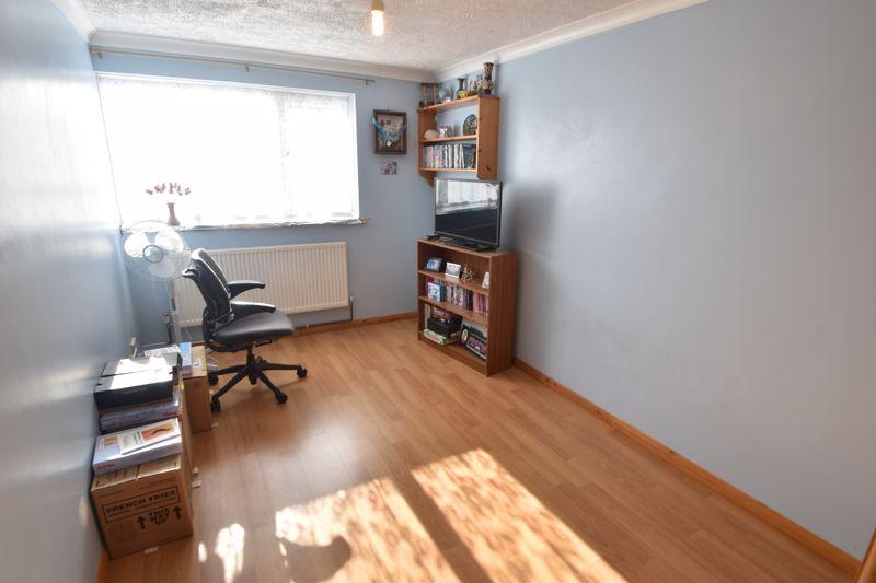 4 bedroom Mid Terrace to buy in Chelsea Gardens, Dunstable - Photo 3