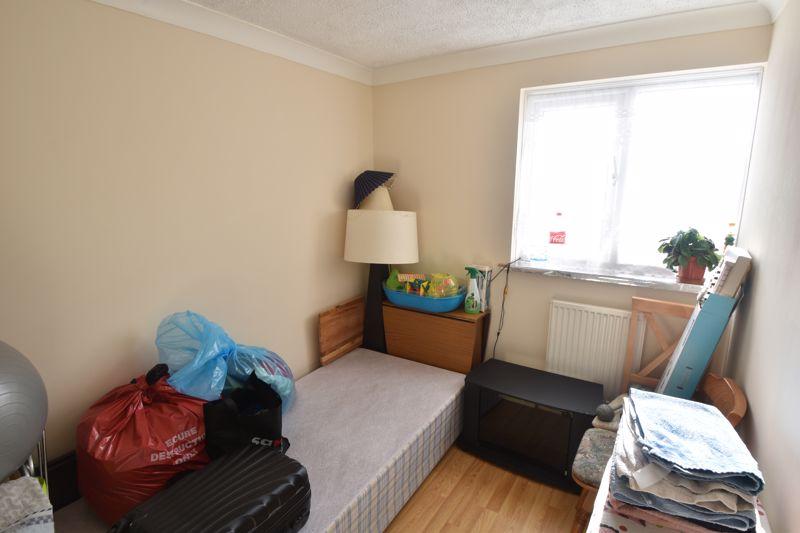 4 bedroom Mid Terrace to buy in Chelsea Gardens, Dunstable - Photo 4