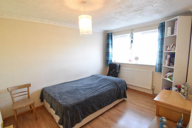 4 bedroom Mid Terrace to buy in Chelsea Gardens, Dunstable - Photo 5