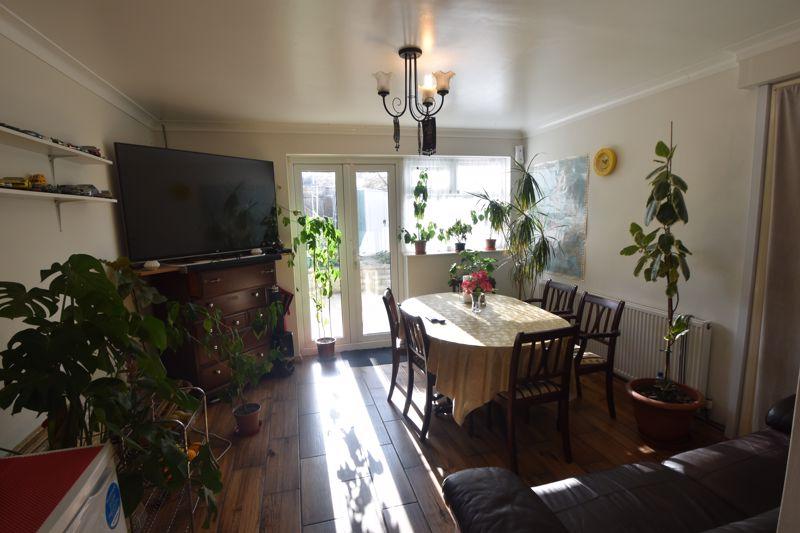 4 bedroom Mid Terrace to buy in Chelsea Gardens, Dunstable - Photo 14