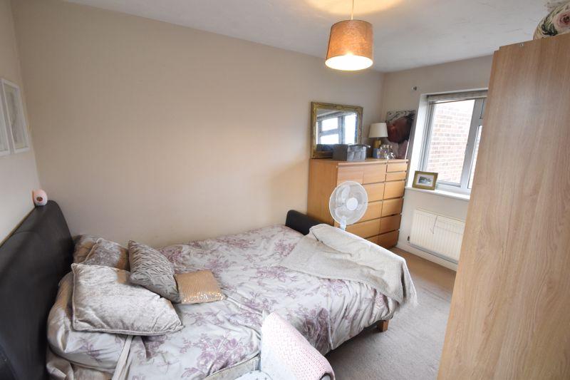 2 bedroom Mid Terrace to buy in Lucas Gardens, Luton - Photo 3