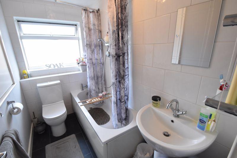 2 bedroom Mid Terrace to buy in Lucas Gardens, Luton - Photo 4