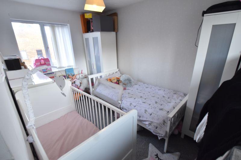 2 bedroom Mid Terrace to buy in Lucas Gardens, Luton - Photo 5