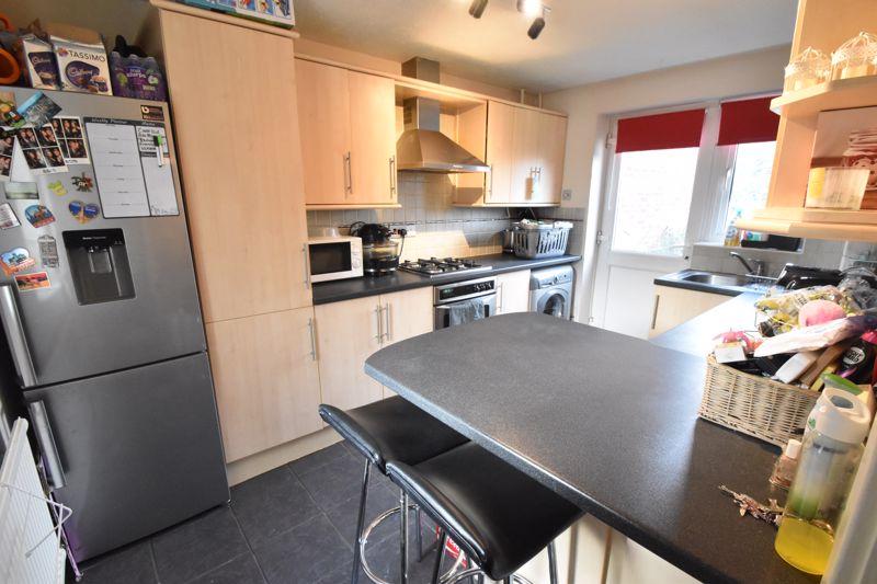 2 bedroom Mid Terrace to buy in Lucas Gardens, Luton - Photo 6