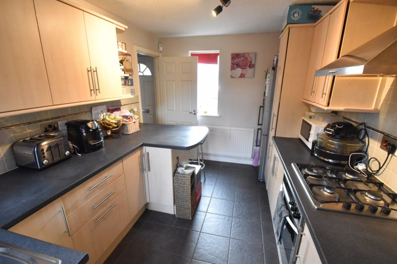 2 bedroom Mid Terrace to buy in Lucas Gardens, Luton - Photo 8