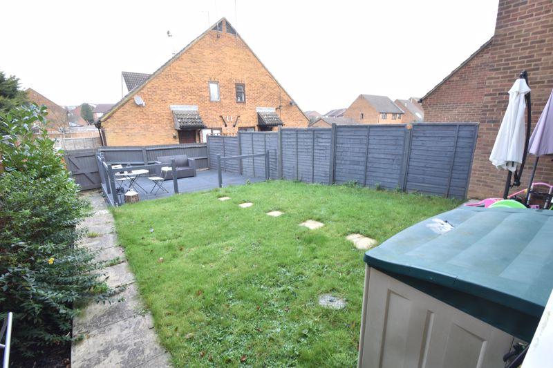2 bedroom Mid Terrace to buy in Lucas Gardens, Luton - Photo 9