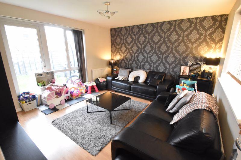 2 bedroom Mid Terrace to buy in Lucas Gardens, Luton - Photo 10