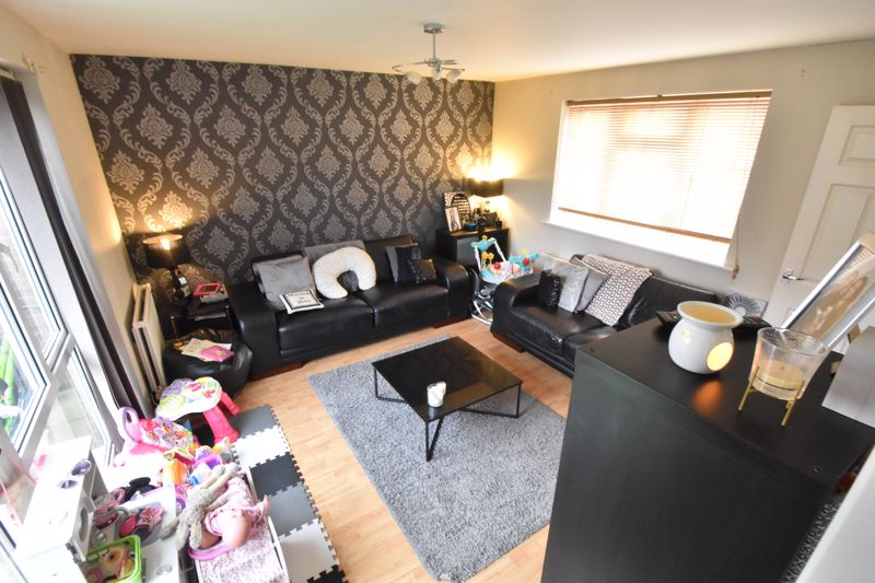 2 bedroom Mid Terrace to buy in Lucas Gardens, Luton - Photo 11