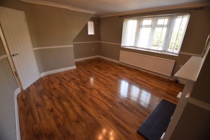 3 bedroom Semi-Detached  to buy in Gresham Close, Luton - Photo 2