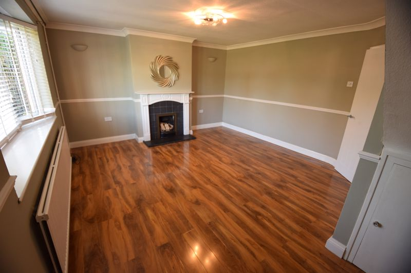 3 bedroom Semi-Detached  to buy in Gresham Close, Luton - Photo 3