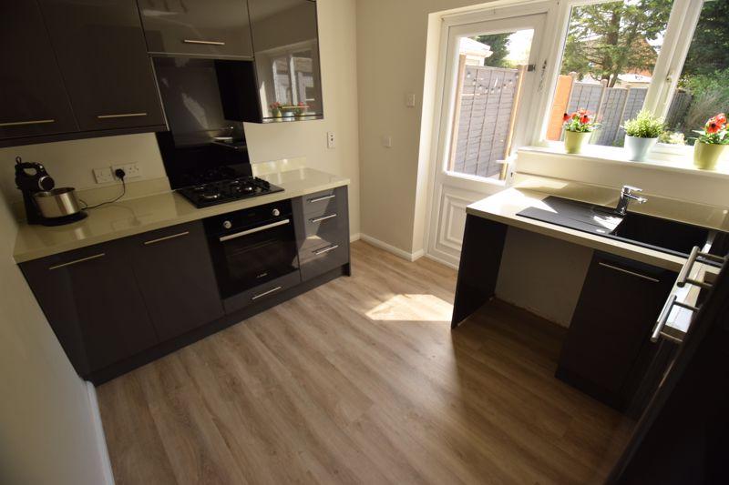 3 bedroom Semi-Detached  to buy in Gresham Close, Luton - Photo 4