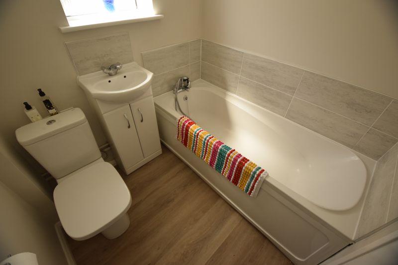 3 bedroom Semi-Detached  to buy in Gresham Close, Luton - Photo 5