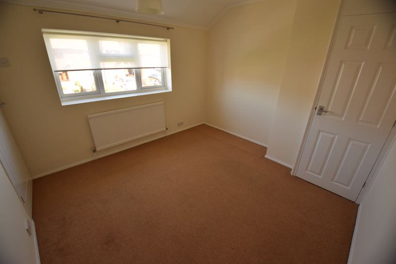 3 bedroom Semi-Detached  to buy in Gresham Close, Luton - Photo 6