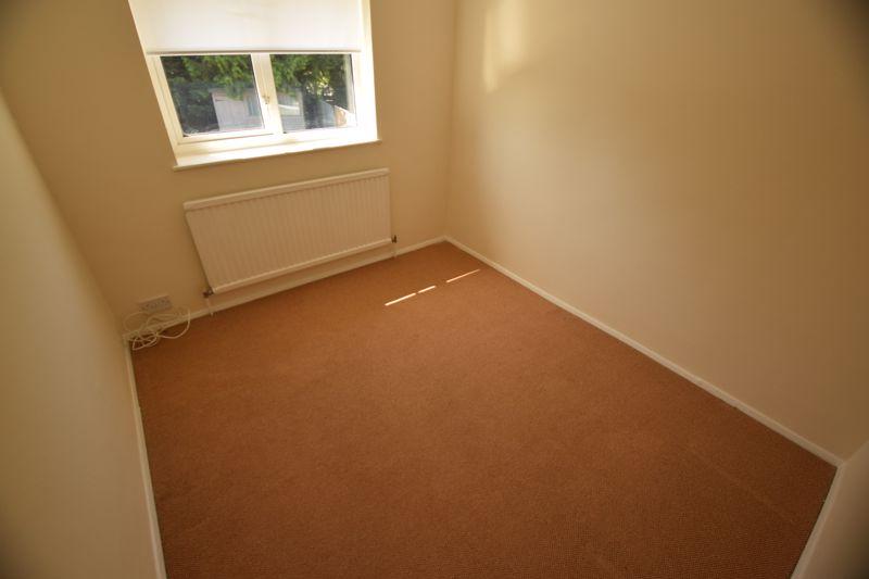 3 bedroom Semi-Detached  to buy in Gresham Close, Luton - Photo 8