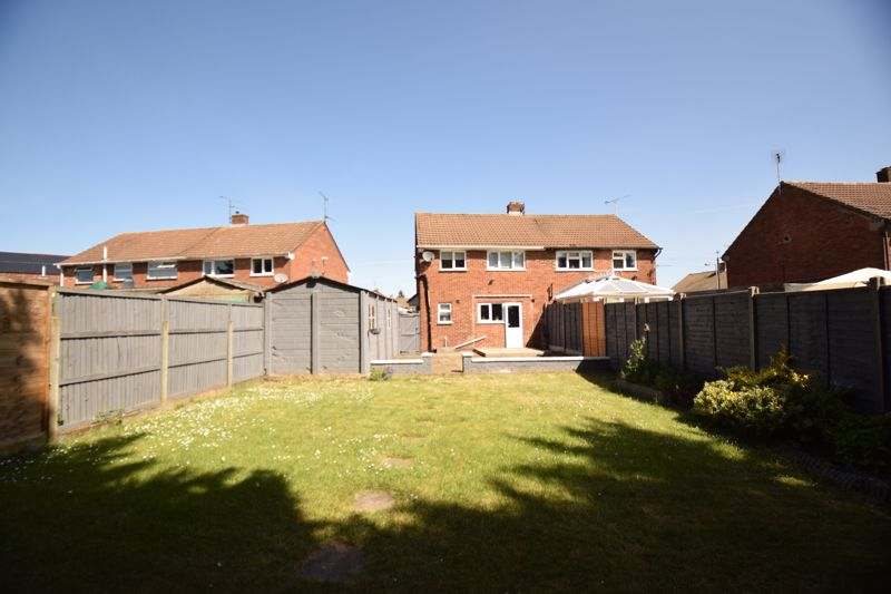 3 bedroom Semi-Detached  to buy in Gresham Close, Luton - Photo 10