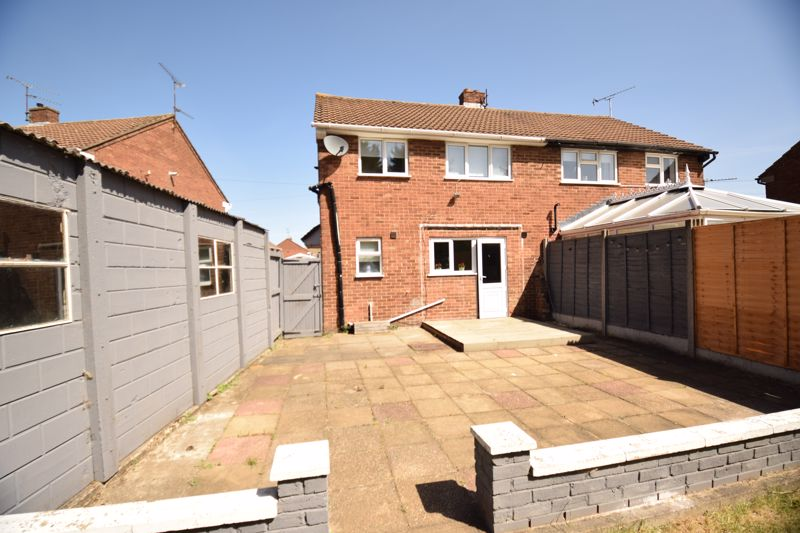3 bedroom Semi-Detached  to buy in Gresham Close, Luton - Photo 11