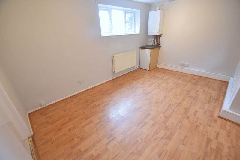0 bedroom Flat to rent in Ruthin Close, Luton - Photo 4