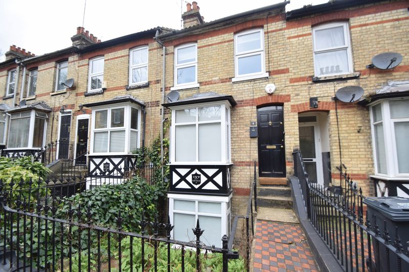 4 bedroom Mid Terrace to rent in Gladstone Avenue, Luton