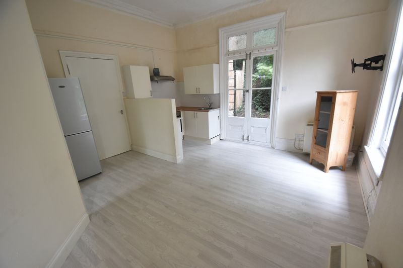 1 bedroom Flat to rent in Hart Hill Drive, Luton - Photo 4
