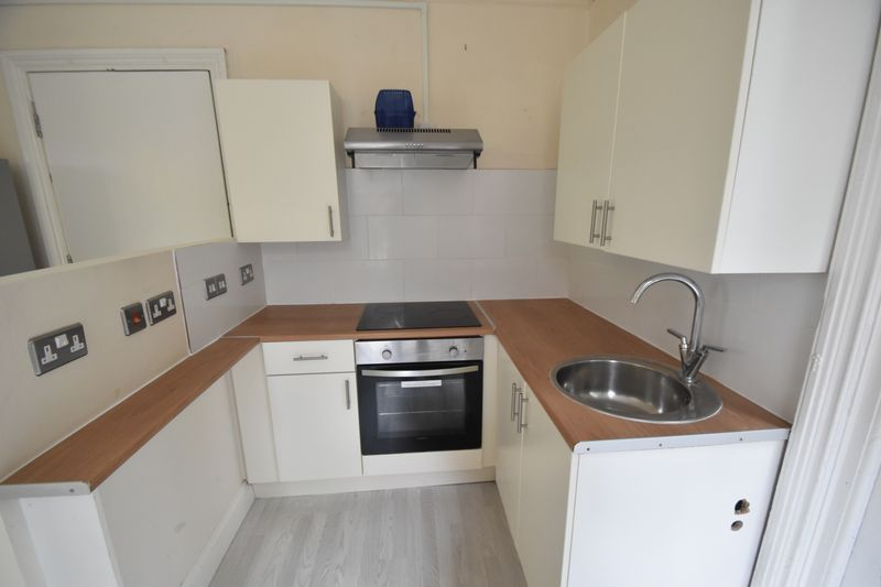 1 bedroom Flat to rent in Hart Hill Drive, Luton - Photo 6