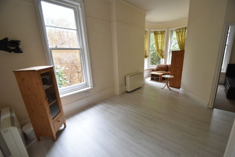 1 bedroom Flat to rent in Hart Hill Drive, Luton - Photo 7