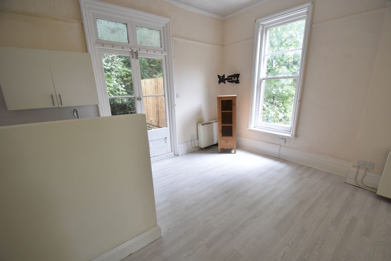 1 bedroom Flat to rent in Hart Hill Drive, Luton - Photo 9