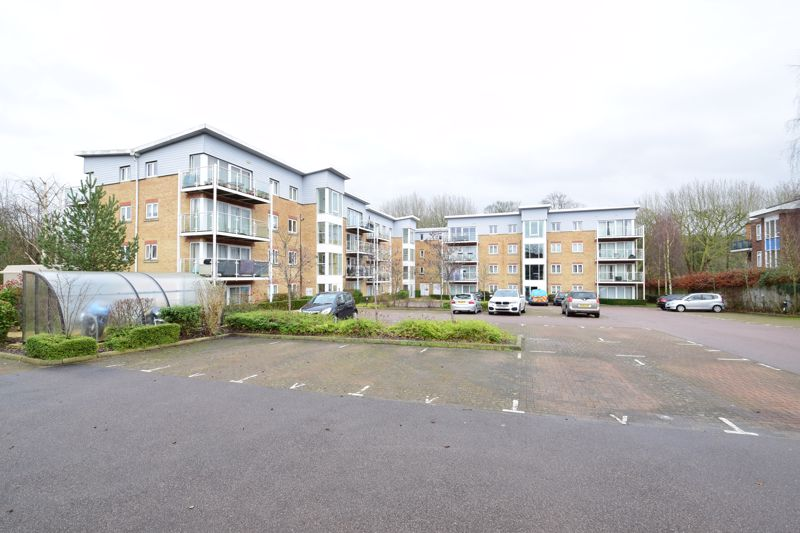 2 bedroom Flat to buy in Primrose Close, Luton