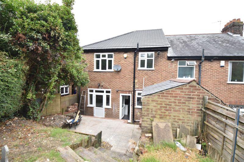 3 bedroom Mid Terrace to rent in Baker Street, Luton - Photo 3