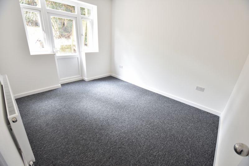 3 bedroom Mid Terrace to rent in Baker Street, Luton - Photo 5