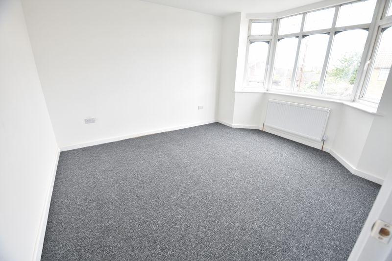 3 bedroom Mid Terrace to rent in Baker Street, Luton - Photo 6