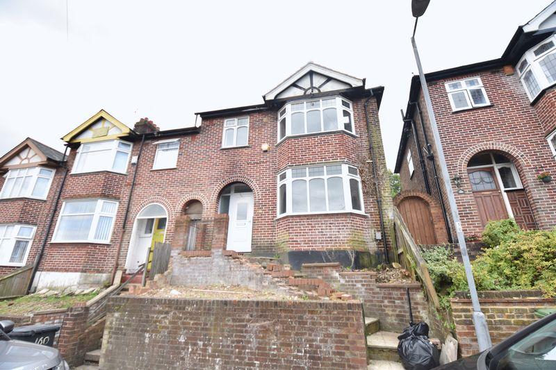 3 bedroom Mid Terrace to rent in Baker Street, Luton