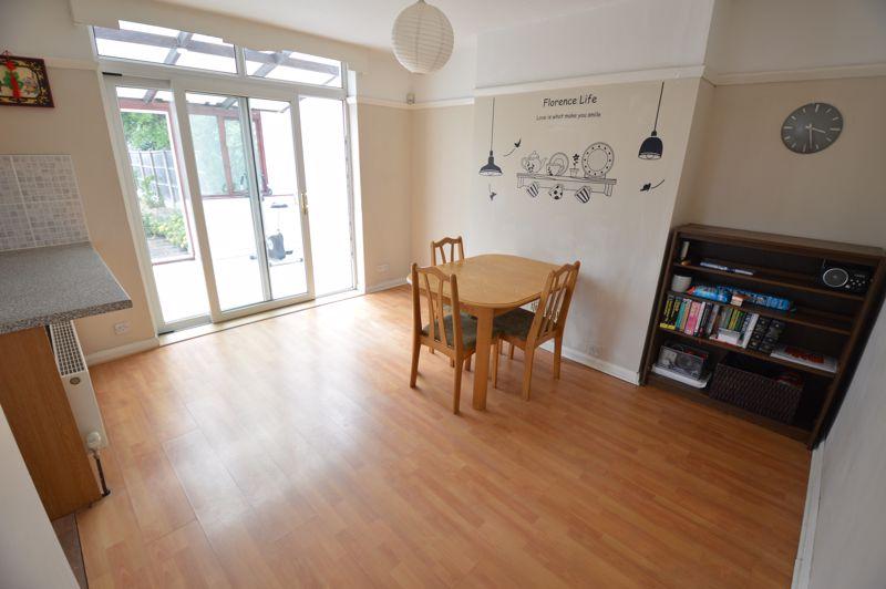 3 bedroom Semi-Detached  to buy in Norfolk Road, Luton - Photo 3