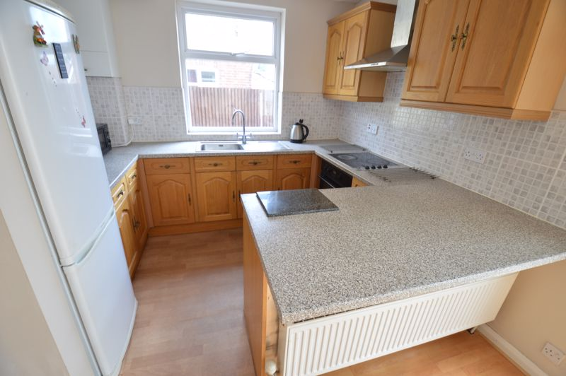 3 bedroom Semi-Detached  to buy in Norfolk Road, Luton - Photo 4