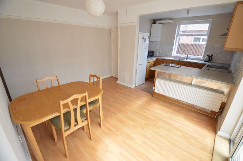 3 bedroom Semi-Detached  to buy in Norfolk Road, Luton - Photo 5