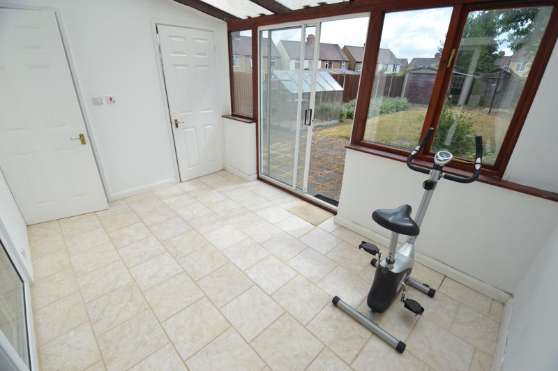 3 bedroom Semi-Detached  to buy in Norfolk Road, Luton - Photo 6