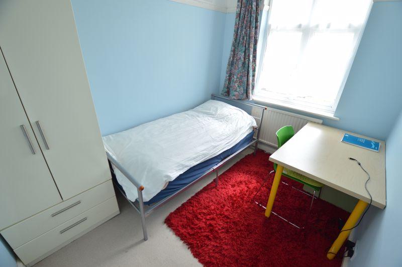3 bedroom Semi-Detached  to buy in Norfolk Road, Luton - Photo 10