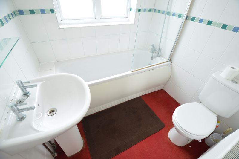 3 bedroom Semi-Detached  to buy in Norfolk Road, Luton - Photo 11