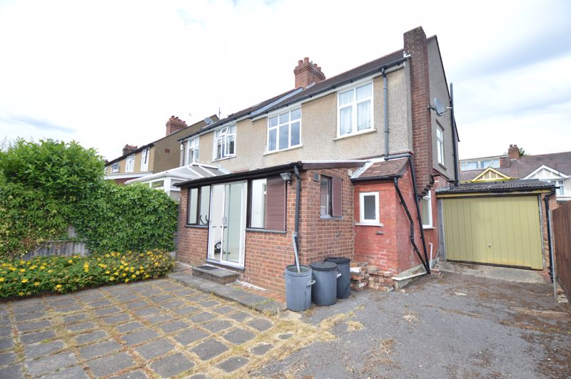 3 bedroom Semi-Detached  to buy in Norfolk Road, Luton - Photo 13
