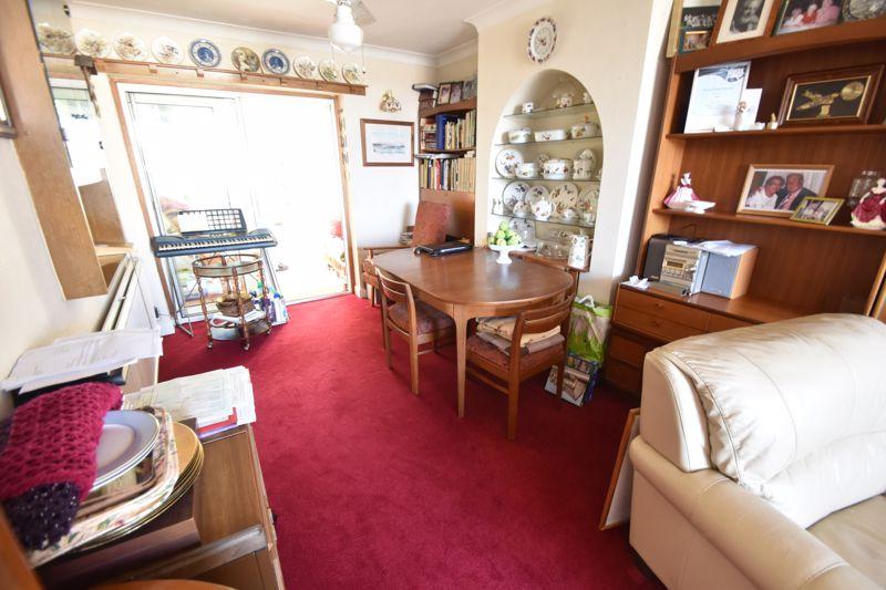 3 bedroom Mid Terrace to buy in Runley Road, Luton - Photo 13