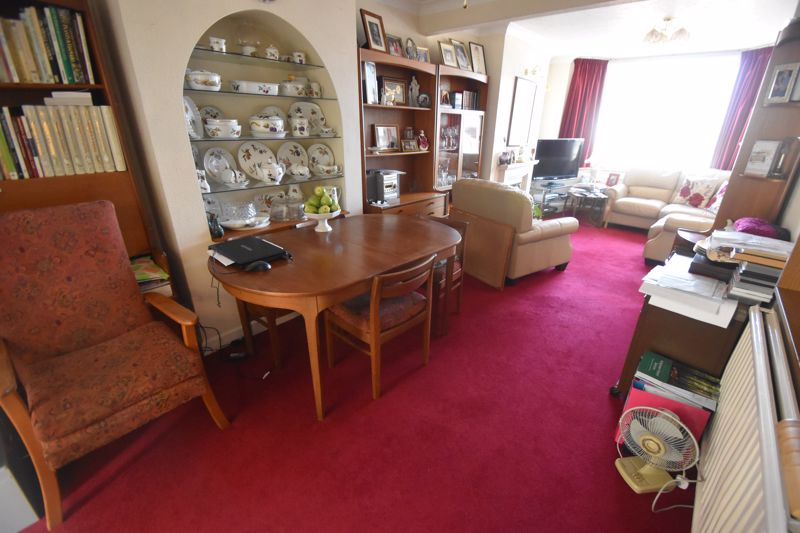 3 bedroom Mid Terrace to buy in Runley Road, Luton - Photo 14