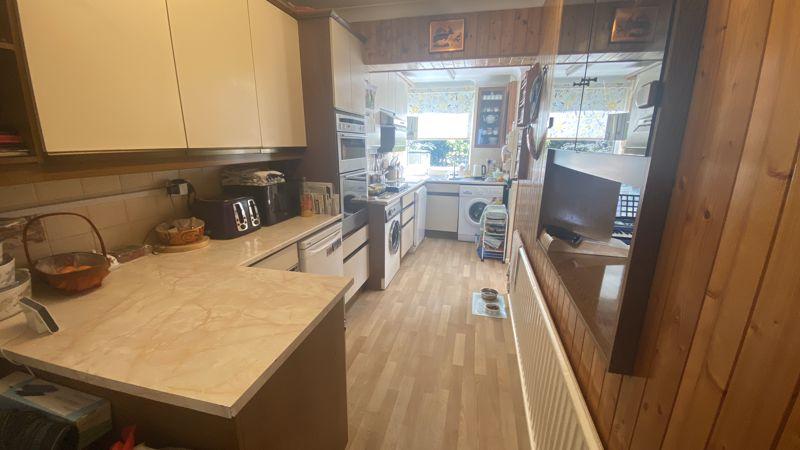 3 bedroom Mid Terrace to buy in Runley Road, Luton - Photo 1