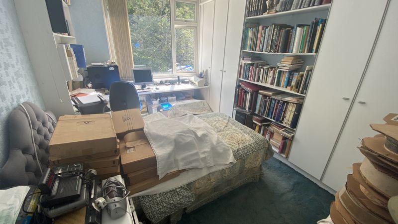 3 bedroom Mid Terrace to buy in Runley Road, Luton - Photo 6