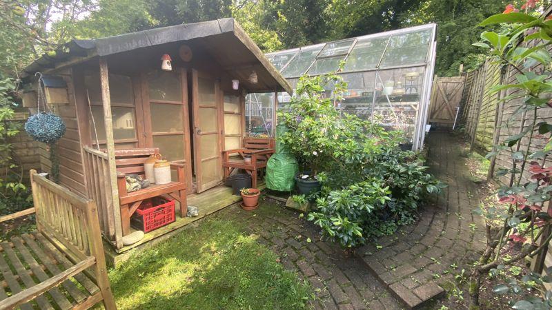 3 bedroom Mid Terrace to buy in Runley Road, Luton - Photo 10