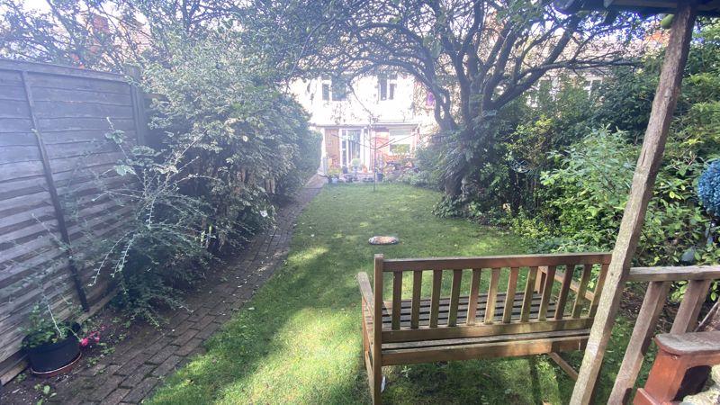 3 bedroom Mid Terrace to buy in Runley Road, Luton - Photo 11