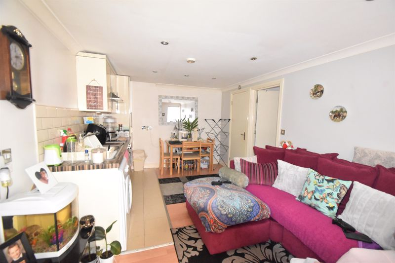 1 bedroom Flat to buy in Ashton Road, Luton - Photo 3