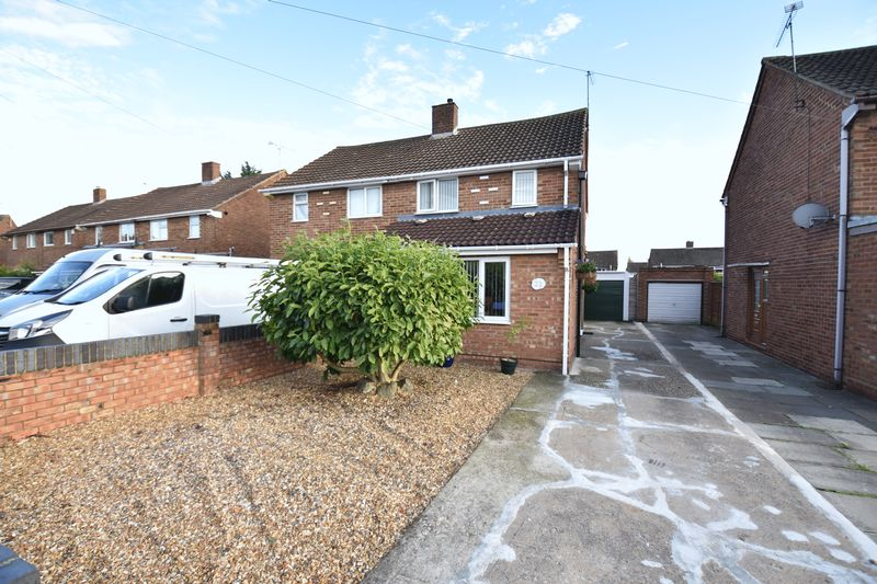 2 bedroom Semi-Detached  to buy in Holtsmere Close, Luton - Photo 2