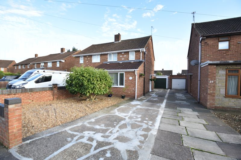 2 bedroom Semi-Detached  to buy in Holtsmere Close, Luton - Photo 3