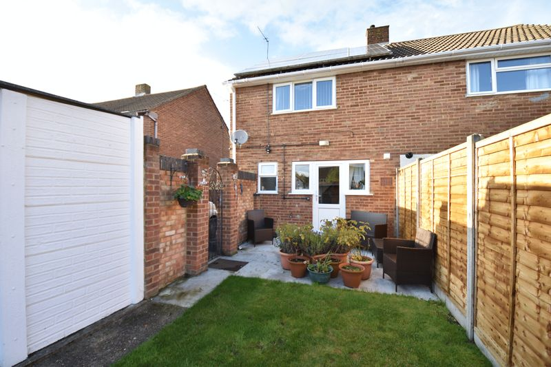 2 bedroom Semi-Detached  to buy in Holtsmere Close, Luton - Photo 5